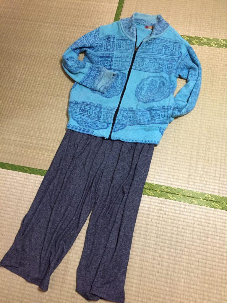 30代ズボラミニマリスト冬の寝巻き、ユニクロのスウェットで外出する裏技