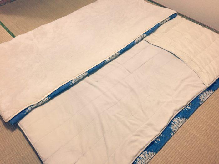 新生児赤ちゃんを寝かせる大人用布団
